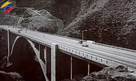 Autopista Caracas La Guaira, año 1953