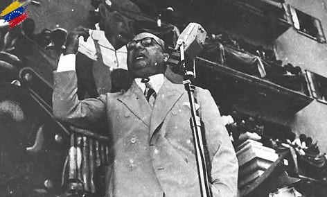 Rómulo Betancourt pronunciando un discurso